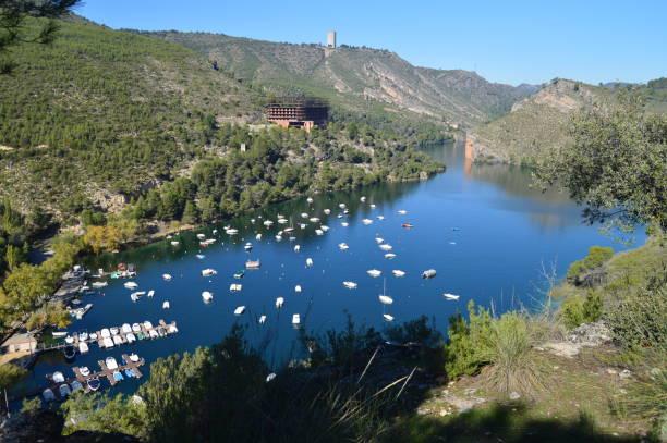Marina am Fluss Tejo aus dem neuen Mount Altomira gesehen. Landschaften Reisen Urlaub. – Foto