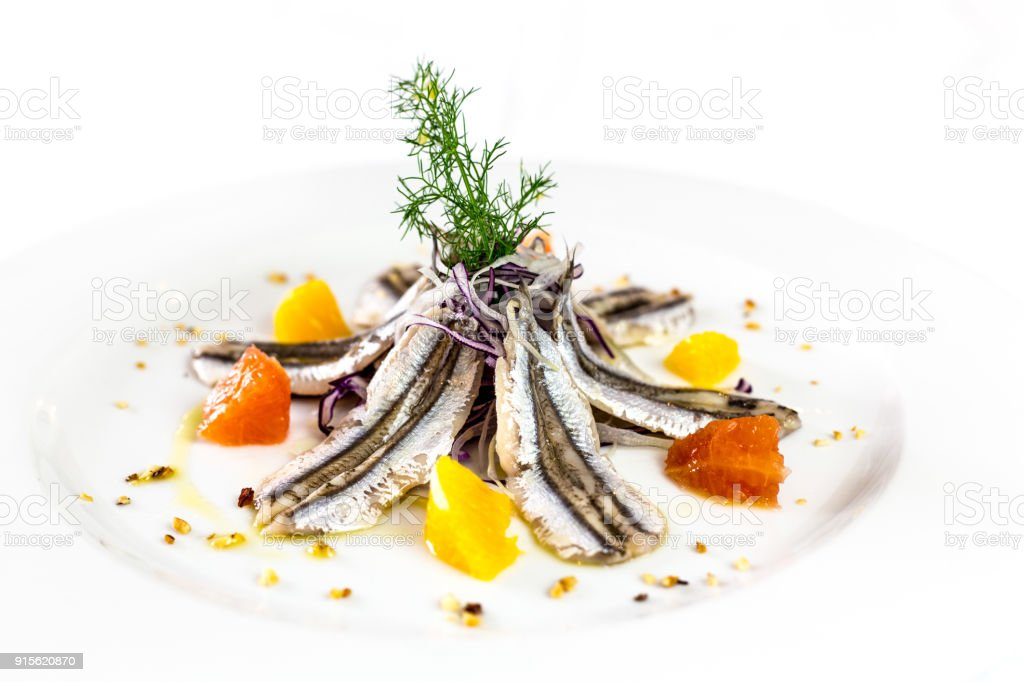 Anchoas marinadas. Comida italiana del restaurante gourmet. fondo blanco - foto de stock