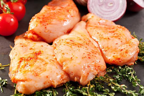 양념한 닭 가슴살 - 양념에 재기 뉴스 사진 이미지