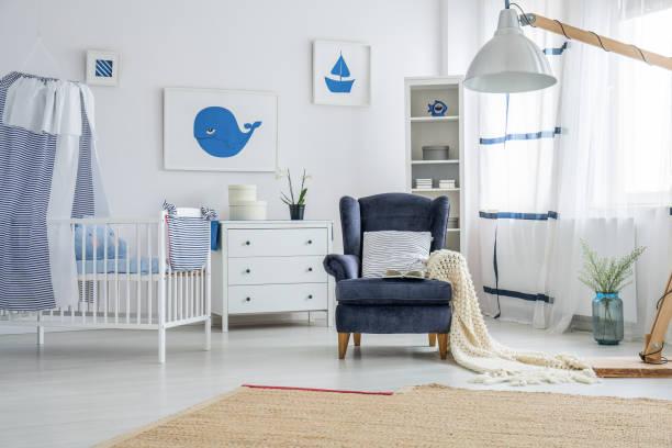 marine-stil babyzimmer - nautisches schlafzimmer stock-fotos und bilder