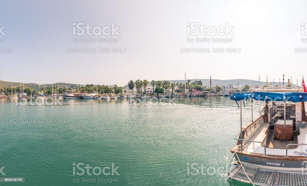 海洋與豪華遊艇和帆船遊艇在博多魯姆 - 免版稅亞洲圖庫照片