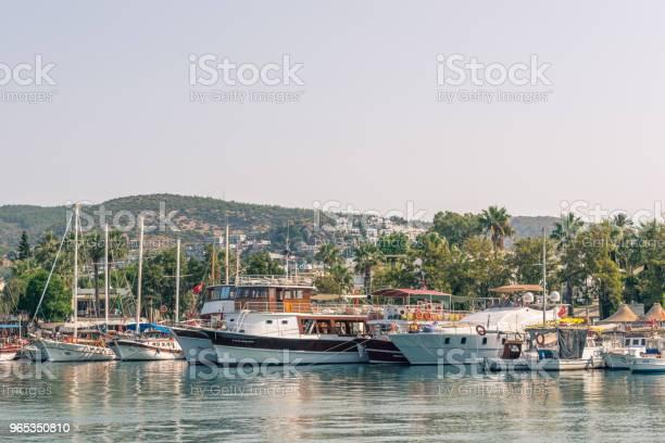 Marine Z Luksusowymi Jachtami I Jachtami Żaglowymi W Bodrum - zdjęcia stockowe i więcej obrazów Azja