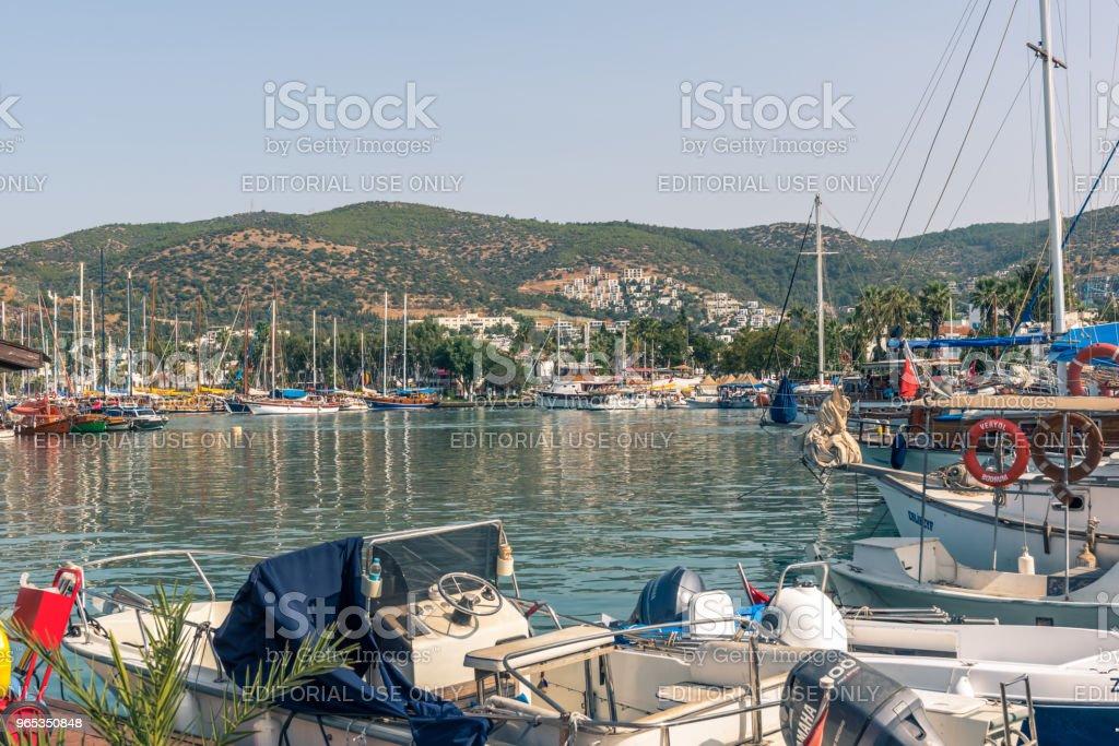 Marine avec les yachts de luxe et yachts voile à Bodrum - Photo de Angle libre de droits