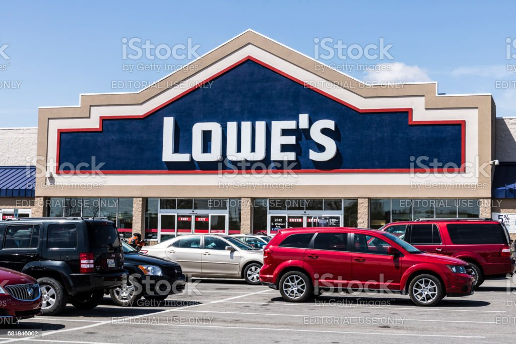 Marion - Circa April 2017: Lowe's Home Improvement Warehouse. Lowe's operates retail home improvement and appliance stores in North America VII stock photo