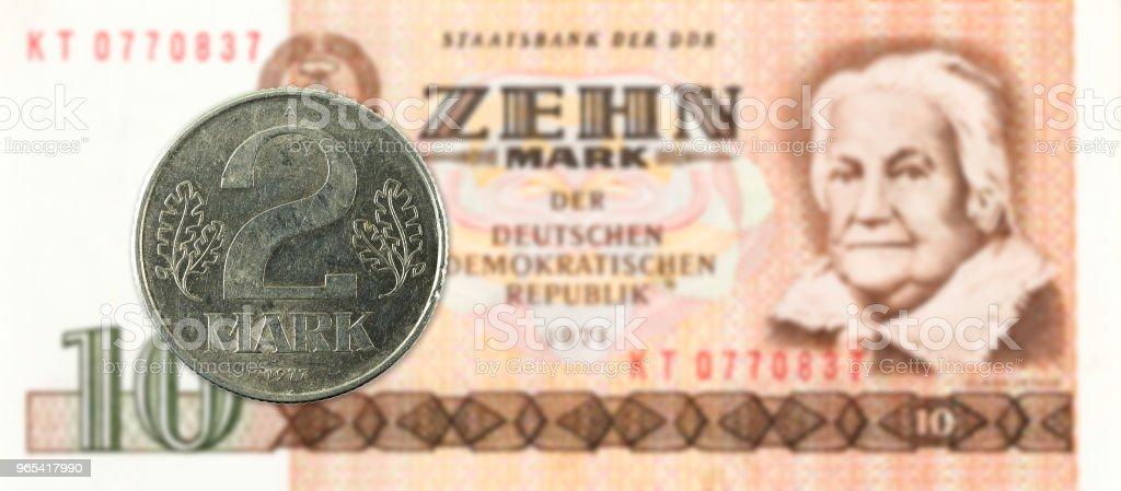2 표 역사 10 동독 마크 은행 주에 대 한 동전 - 로열티 프리 개념 스톡 사진