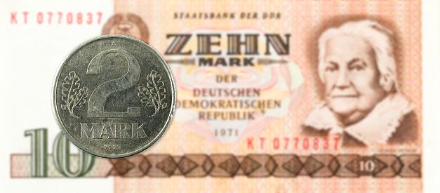 2 표 역사 10 동독 마크 은행 주에 대 한 동전 개념에 대한 스톡 사진 및 기타 이미지