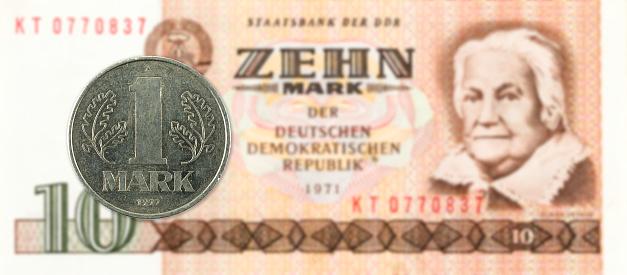 1 역사적인 10 동독 마크 은행 주에 대 한 동전을 표시 개념에 대한 스톡 사진 및 기타 이미지
