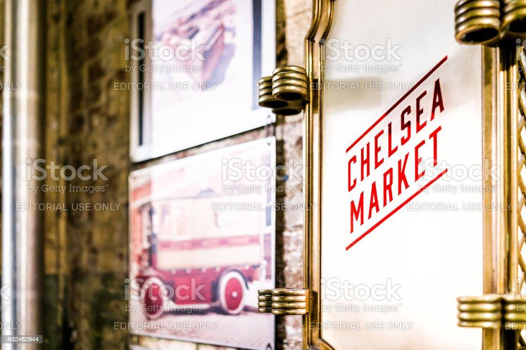 Interior interior de mercado alimentar loja localizado no centro da baixa Chelsea bairro Manhattan NYC, assinar closeup - foto de acervo
