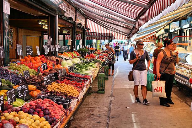 markt in wien - naschmarkt stock-fotos und bilder