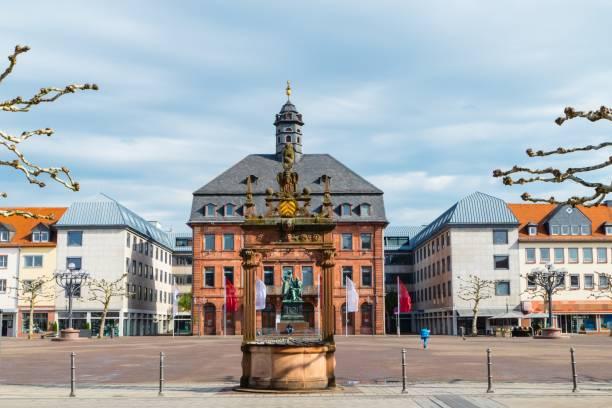 marktplatz in hanau deutschland - die brüder grimm stock-fotos und bilder