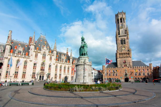 Market square (Grote markt) and Belfort tower in Bruges, Belgium BRUGES, BELGIUM - JULY 2017: Market square (Grote markt) and Belfort tower in Brugge bell tower tower stock pictures, royalty-free photos & images