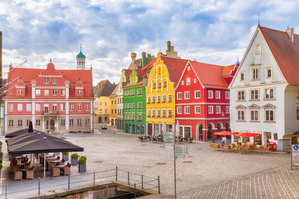 market square (marktplatz) in memmingen - regierungsbezirk schwaben stock-fotos und bilder