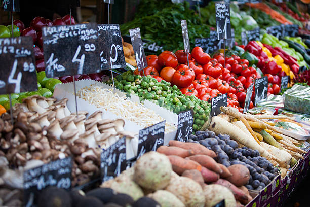 market stall with fresh vegetables in austria - naschmarkt stock-fotos und bilder