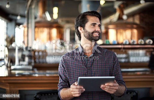 istock Marketing his bar is a breeze with smart technology 656547516