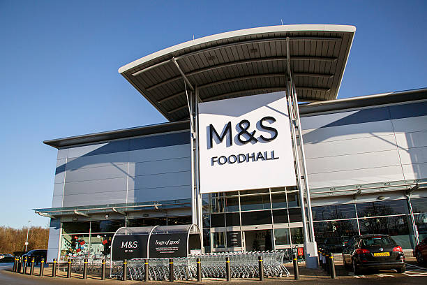 marks and spencers food hall - click and collect photos et images de collection