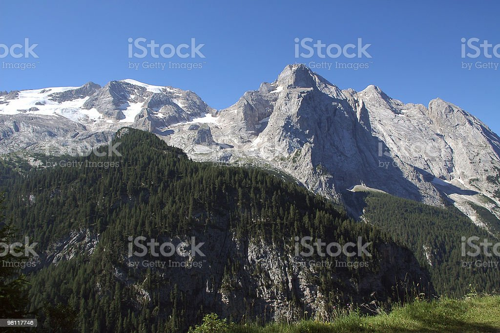 Marmolada (Dolomiti), estate paesaggio di montagna dal Passo Fedaia foto stock royalty-free