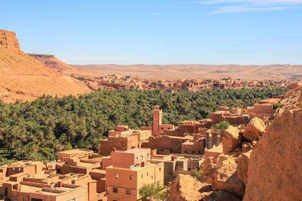 maroccan by nära atlas bergen - kasbah bildbanksfoton och bilder