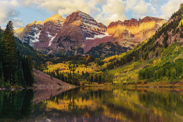 maroon bells and lake at sunrise, colorado, usa - mountain range stock photos and pictures