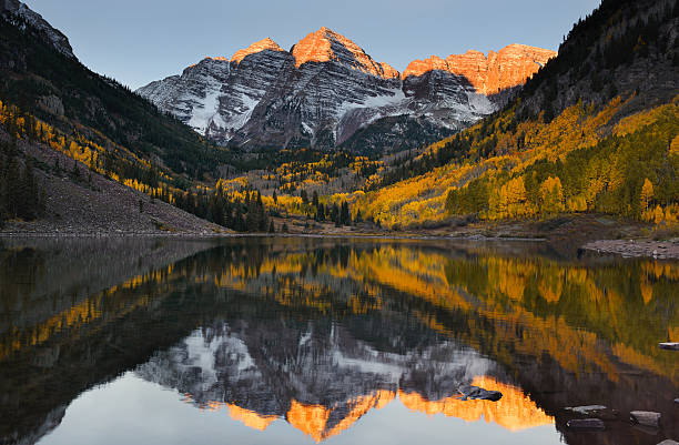 maroon bells peak sunrise aspen fall colorado - mountain range stock photos and pictures
