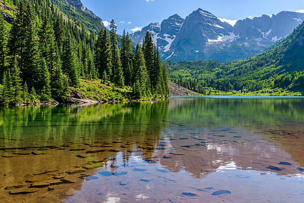 Maroon Lake A Spring evening at colorful Maroon Lake, with Maroon Bells rising in the background, Aspen, Colorado, USA. rocky mountains north america stock pictures, royalty-free photos & images