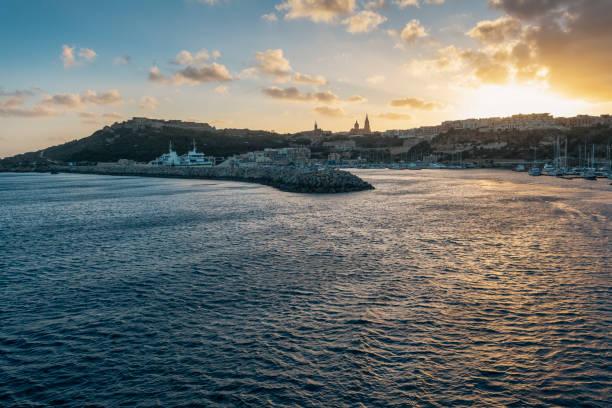 Mġarr Hafen bei Sonnenuntergang, Insel Gozo, Malta – Foto