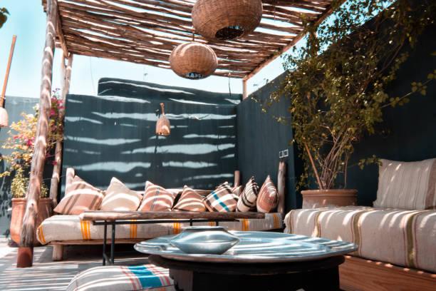marrakesch nachmittag - dachgarten stock-fotos und bilder