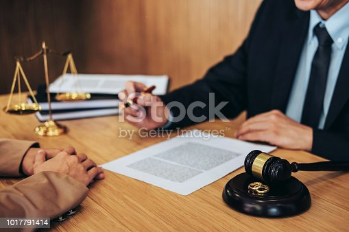 921231258istockphoto Marriage divorce on Judge gavel deciding, Consultation between a Businesswoman and Male lawyer or judge consult having yes or no to signing divorce documents, Law and Legal services concept 1017791414