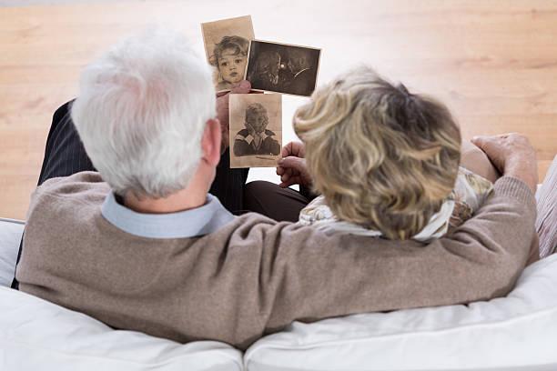 marriage looking at photos - nostalji stok fotoğraflar ve resimler