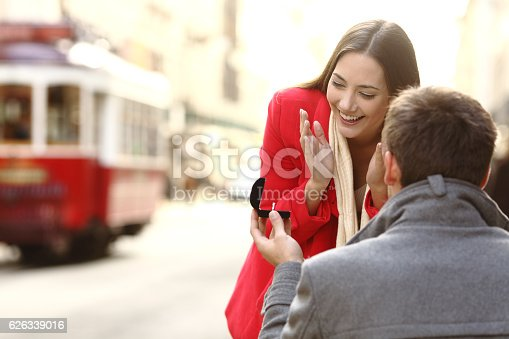 istock Marriage proposal in the street 626339016