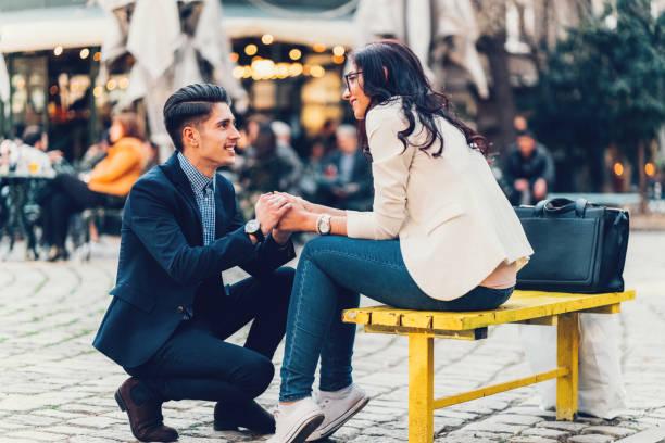 結婚のプロポーズ - 婚約 ストックフォトと画像
