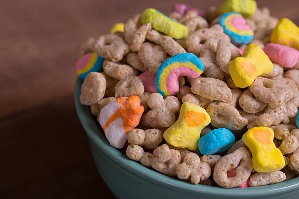 marshmallow cereal on weathered wood - muesli imagens e fotografias de stock