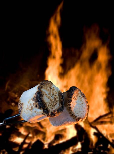 Marshmallows nach dem Braten am Lagerfeuer – Foto