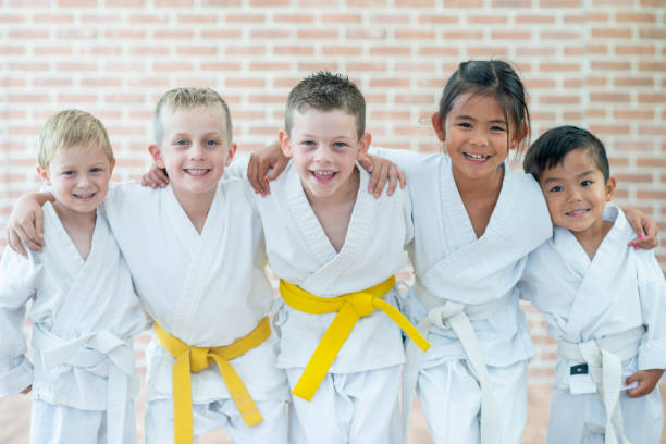 martial-arts-kinder - karate stock-fotos und bilder