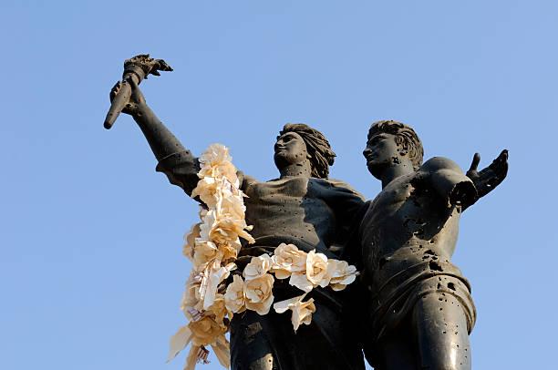 площадь павших памятник в бейрут, ливан - beirut стоковые фото и изображения