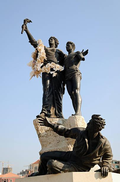 площадь павших статуя в бейрут, ливан - beirut стоковые фото и изображения