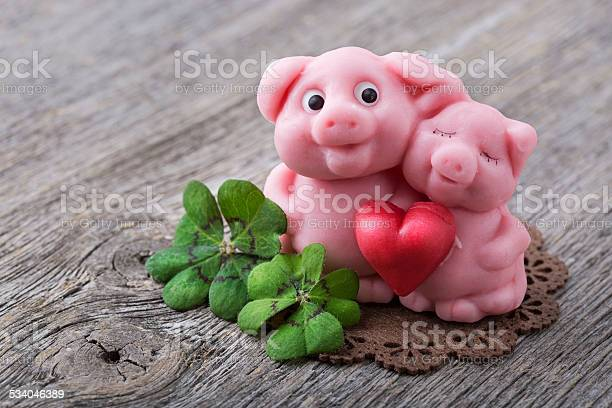 Marzipan pig picture id534046389?b=1&k=6&m=534046389&s=612x612&h=zv6urec  jkg2r2tkch2dt9gl41en6xrganzbbxic7g=