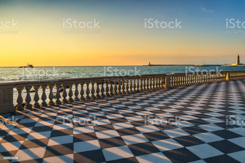 Terrazza Mascagni Terrasse Und Hafen Eingang Bei Sonnenuntergang ...