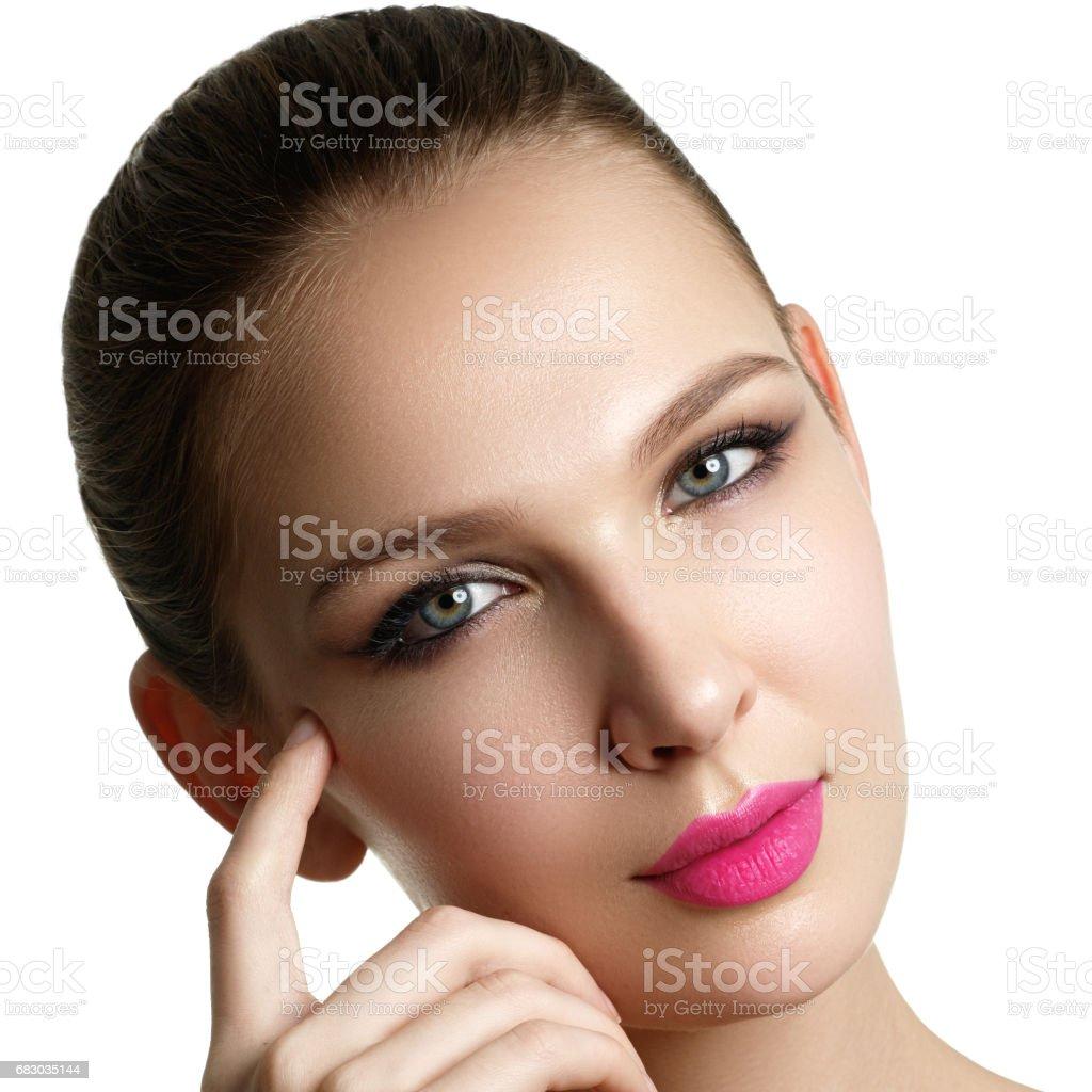 Mascara Applying. Long Lashes closeup. Mascara Brush. Eyelashes foto de stock royalty-free