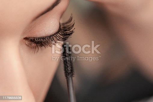 Mascara applying