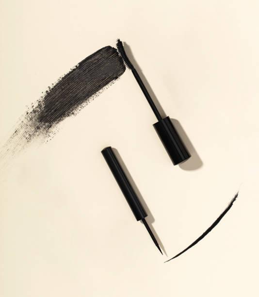 Wimperntusche Pinselstrich und flüssiger eyeliner – Foto