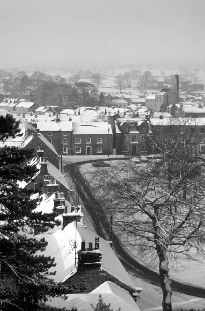 masham im schnee - typisch 90er stock-fotos und bilder
