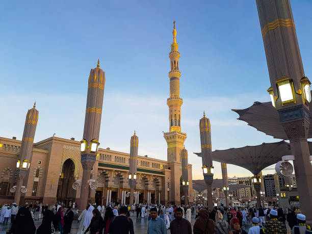 Masjid An Nabawi in Madinah Madinah, Saudi Arabia March 2018, Muslims at Prophet Muhammad's mosque square in Madinah Al-Munawarrah. The mosque is one of the holiest places for muslims. umrah stock pictures, royalty-free photos & images