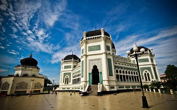 Masjid raya picture id183981973?b=1&k=6&m=183981973&s=612x612&w=0&h=h0sb 0hsjeliywyhj53oo 57wpj50x58vx1k aonqt0=
