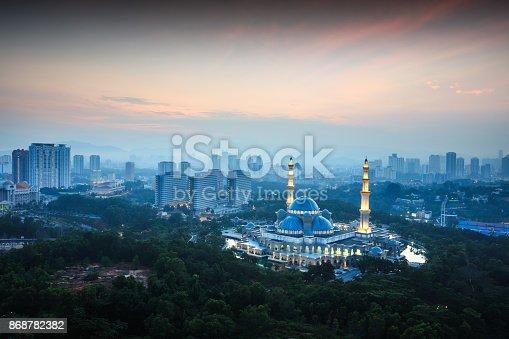 istock Masjid Wilayah Persekutuan 868782382