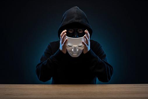 Maskierter Mann