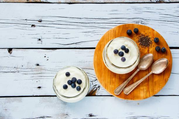 tarros de masón de yogur - kéfir fotografías e imágenes de stock
