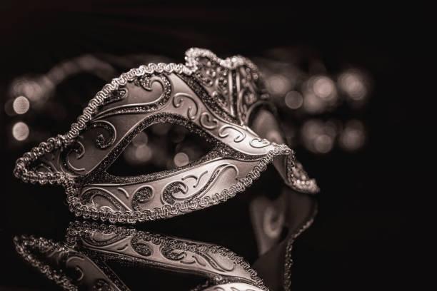 Masque de carnaval mascarade venitian, plumes théâtrales féminines - Photo