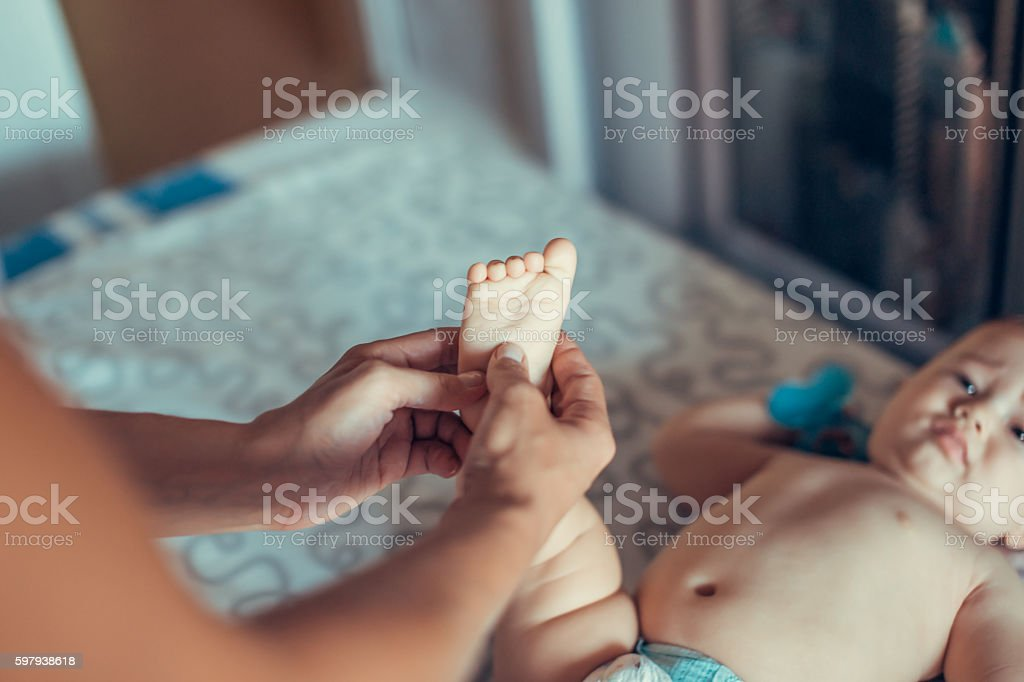 Massage a small baby. foto royalty-free