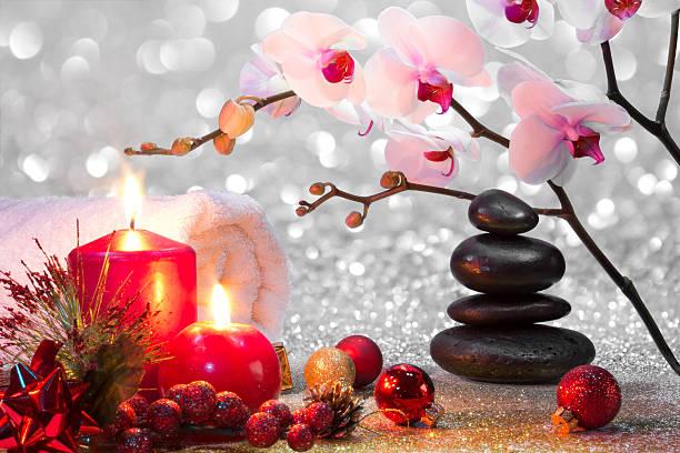 komposition weihnachten spa-massage - gute geschenke stock-fotos und bilder