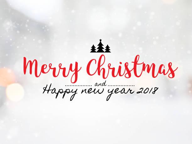 """massage """"frohe weihnachten und happy new jahr 2018"""" auf unscharfen bokeh mit schneefall hintergrund. - zitate weihnachten stock-fotos und bilder"""